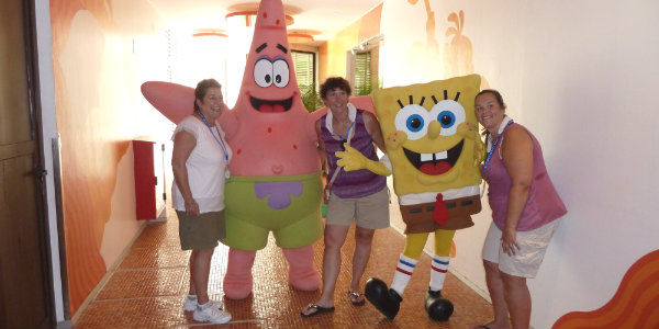 Agents having fun with SpongeBob and Patrick at Azul Beach