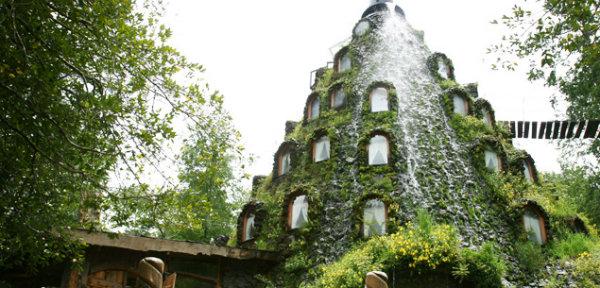 Photo via Montaña Mágica Lodge: http://huilohuilo.com/nuestros-alojamientos/montana-magica-lodge/