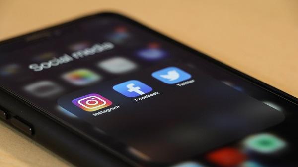 Phone Social Media Sharing