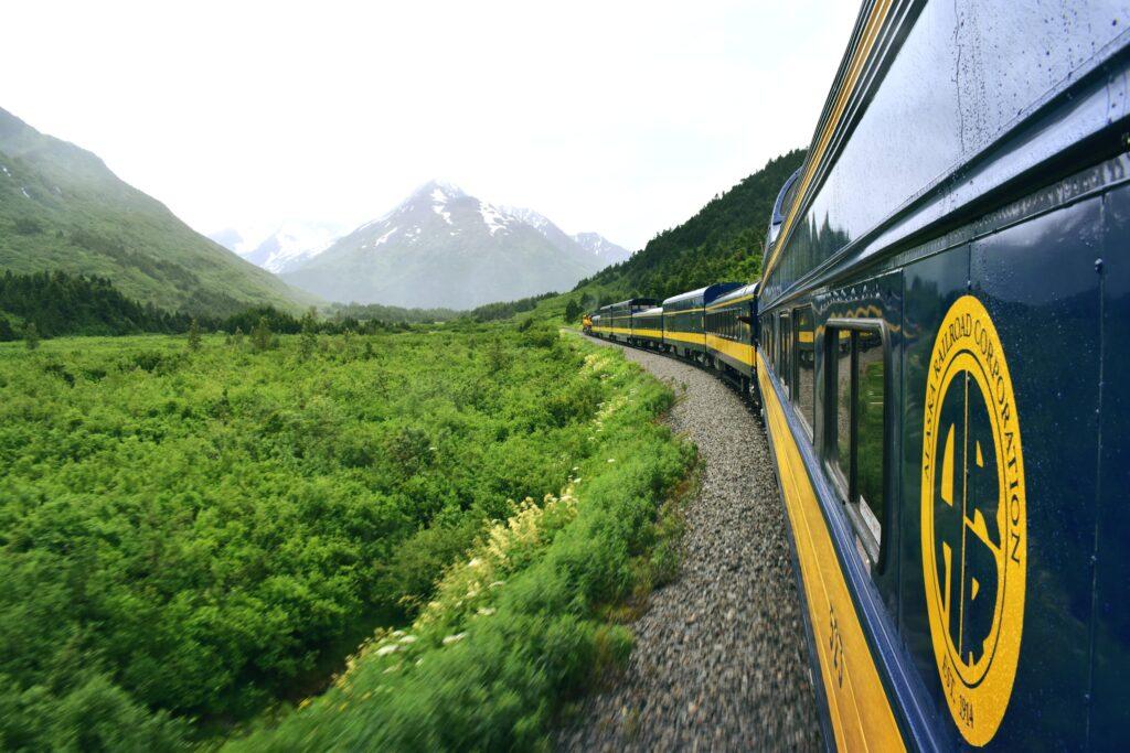 2021_alaska_train_travel
